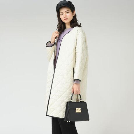 メイソングレイの【socolla】合皮パイピング中綿キルトコート。【socolla】シーズンムードの高まる着るとステッチの中綿コートが登場します。フェイクレザーでパイピングを施し、他とは少し違ったアクセントがあるデザインのコートです。今っぽいリラックス感のあるオーバーシルエットですが、サイドにはスリットがあり抜け感がプラスされています。恋密度のタフタ素材で風を通しにくく、軽い、合繊素材です。程よいハリ感と微光沢が特徴的な素材を使用しています。※画像の商品はサンプルとなりますので実際の商品と仕様、加工、サイズが若干異なる場合がございます。※お客様のモニター環境により実際のお色と多少異なる場合がございます。~ socolla ~ MAYSONGREYと同じチームで作り上げられた、カジュアルラインのブランド。「飾りすぎない自分らしいスタイル」を好むエフォートレスな女性たちへ送る、socolla スタイル。誰だって毎日の生活は楽しいものにしたい。潤いのある素敵な過ごし方をしたい。socolla は、そんな女性たちにちょっとしたアイディアとユーモアで、ストレスフリーな毎日をプレゼント。MAYSONGREYよりもお手頃価格に、大人カジュアルをお楽しみください。[型番:2124-95014]