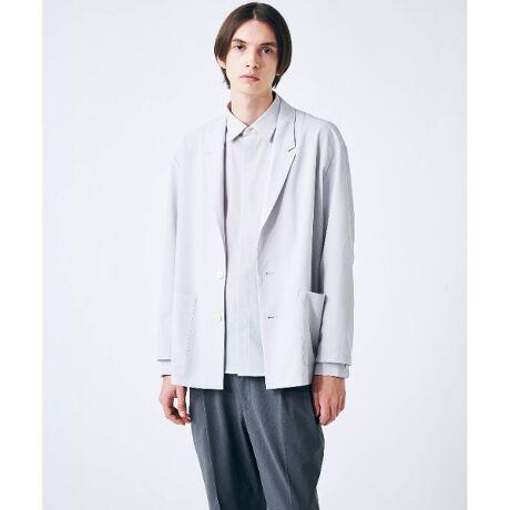 [型番:17082406]薄手のシアー素材を使用したシャツ。軽く通気性も良いシアー素材は春夏の羽織りとしておすすめ。透け感があるのでインナー次第でコーディネートの幅が広がります。シルエットはオーバーサイズにしているので今らしいスタイリングで着ていただけます。夏場のクーラー対策としてもおすすめです。- BRAND CONCEPT -時代を超えて支持されるトラディショナルなアイテムをベースに、アソビ心とストリートの自由な発想を取り入れ、日本独自のミックススタイルを提案します。※ポケット数:横×2※裏地なし重量:約180g(サンプル重量)※比較対照価格はメーカー希望小売価格です。