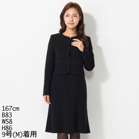 アールユー ノアール(ブラックフォーマル)(ru noir)のノーカラージャケット&マーメイドワンピース。シルエットにこだわったマーメイド型ワンピで女性らしく「綺麗」な印象に。※サイズ3号S(XXS)~7号S(S)は身長150cmを基準とした小さめサイズでおつくりしています。※サイズ13号L(LL)~21号L(6L)は標準体型よりゆったりめのABR体型でおつくりしています。※サイズ9号T(M)~13号T(LL)は標準体型より袖丈と着丈をトールサイズとして長くおつくりしております。[型番:FA478Y416]