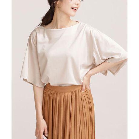 [型番:6691124041]■大人のきれいめモードな着こなしに◎■ハンカチーフヘムのように揺れる袖デザインが印象的なTシャツ。高い撥水性と風合いを両立させた機能性素材が、ストレスフリーな着心地を実現。きれいめなパンツやスカートにブラウス感覚で合わせると、オフィススタイルとして様になります。―DETAIL―・ハンカチーフヘムのような袖デザインが印象的なTシャツ・着用時に袖に動きを演出する袖付け内側のスリット・きれいな印象に仕上げた見返し始末のネックライン・こなれ感あるややゆったりめのオーバーサイズ・リラックス感漂うドロップショルダー・フロントインしてすっきり見せる着こなしもおすすめ・通勤、休日スタイル、ご自宅用にも◎ ―FABRIC―・しっかりと立体感のあるシルエットが出るポンチ素材を使用・透けにくく安心できる程よい肉感のある素材・やや光沢感があるきれいめな見え方が特徴・洗濯機使用可【ECO MIRACLE UP】 エコミラクルアップ ナノレベルの撥水加工技術で素材の風合いをそのままに、高い撥水性能を実現しました。エコミラクルアップは、従来の裏面まで撥水がかかる方法とは異なる新しい技術により、表面のみ撥水加工をかけ、裏面は生地本来の吸収性を保持し、汗をかいてもさらっとした着心地を実現しました。model: H166cm 着用サイズ: 38◆nano・universe◆※洗濯、クリーニングを繰り返すことにより撥水効果は薄れます。予めご了承下さい。【素材】レーヨン64% ナイロン31% ポリウレタン5%【原産国】中国製※比較対照価格はメーカー希望小売価格です。