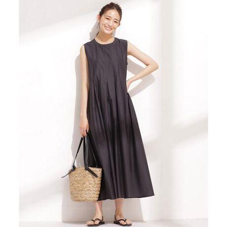 [型番:6691119070]■1枚で様になる鮮やかなカラーリング■裾にかけてふわっと広がるシルエットが大人フェミニンなワンピース。程よい光沢仕上げの透け感のある素材が、カジュアルながら上品な印象を叶えます。サンダルと夏らしい素材感のバッグを合わせた、軽やかな着こなしがおすすめです。―DETAIL―・裾にかけて広がるシルエットが大人フェミニンなワンピース・上身頃はすっきりとさせた女性らしいデザイン・後ろ姿のポイントになる背中のリボンディテール・一枚でも安心して着られるインナーワンピ付き・単品でパンツ合わせのレイヤードもOK・デイリー、休日のお出掛け、お呼ばれにも活躍―FABRIC―・コットン100%の夏らしい素材を使用・カジュアルながら上品見えする程よい光沢仕上げの生地感・透け感のある軽やかなマテリアル・夏らしく映えるきれいな色展開・手洗いに対応したウォッシャブル素材model: H167cm 着用サイズ: 38◆nano・universe◆■商品注意事項■こちらの商品は水や雨に濡れたり、汗による湿気、乾燥状態での摩擦により、薄い色の衣服などに色移りする可能性がございます。予めご了承いただき、ご使用の際にはご注意くださいますようお願い致します。【インナーキャミ】【36】着丈88.3cm 身幅41.5cm【38】着丈90.3cm 身幅43cm【素材】【ワンピース】綿100% 【インナーキャミ】ポリエステル100%【原産国】中国製※比較対照価格はメーカー希望小売価格です。