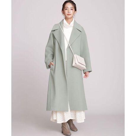[型番:6690211009]■羽織るだけで様になる高級感あるルックス■ふくらみのある上質な素材で仕立てたチェスターコート。程よく肉厚でありながら軽い着心地が魅力的。シンプル且つ高級感漂うデザインが、スタイルを格上げしてくれる逸品です。―DETAIL―・高級感漂う立体的なシルエットのチェスターコート・バサッと羽織れるオーバーサイズなシルエット・シンプルなボディに大きめの衿が好バランス・長め丈でも足さばきが良い後ろにベンツ入り・女性らしくガウンのようにも着られるベルト付き―FABRIC―・イタリアMANTECO社のウールナイロン二重織素材を使用・微起毛をしっかり圧縮した膨らみ感とソフトで上品な風合い・立体的なシルエットが出るふくらみのある上質な素材・程よく肉厚でありながら軽い着心地・ほんのりくすんだ上品なカラー展開―STYLING―・柔らかなスカートやワンピースと合わせた今年らしい着こなし・ばさっと羽織る着方がおすすめ・緩さを感じる大人の抜け感あるコーディネート―SERIES―6690211008 MANTECOオーバーサイズノーカラーコートmodel H167cm 着用サイズ 38◆nano・universe◆■商品注意事項■こちらの商品は水や雨に濡れたり、汗による湿気、乾燥状態での摩擦により色落ちし、薄い色の衣服などに色移りする可能性がございます。予めご了承いただき、ご使用の際にはご注意くださいますようお願い致します。【素材】(表地)毛75% ナイロン25% (裏地)キュプラ100%【原産国】中国製