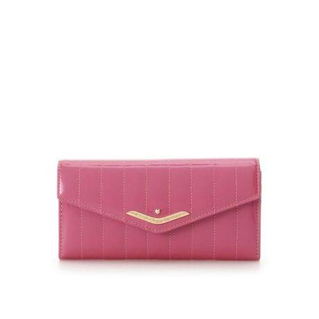 [型番:00122020265254]◇Samantha Thavasa Petit Choice(サマンサタバサプチチョイス)のキルティングエナメルかぶせ長財布エナメルシリーズの新作が登場!縦ラインのキルティングデザイン。キルティングは、表面がふんわりするため持つ人にも温かりイメージが出ると言われています・・!かぶせ長布は、背面に口金タイプの小銭ケース。中のカード収納は充実しており、ジップ付きポケットもあるので鍵など大切なものも入れていただけます!お札ケースも2つあるので収納力抜群◎開けるたびワクワク感を楽しんでもらえますように・・・☆