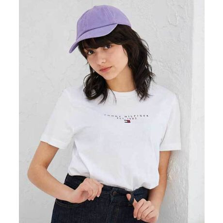 【オンライン限定】ロゴTシャツ★S~XLの豊富な4サイズ展開、ユニセックスで着用可能ですスモールロゴがプリントされたアイコンTシャツ。レギュラーフィットなボックスシルエットで、着心地の良さと着回し力を高めています。ジーニングスタイルはもちろん、ブレザーやスラックスなどのドレスアイテムとも好相性。定番色から差し色まで、カラーバリエーションも豊富に取り揃えました。ロゴ Tee カットソー カジュアル 半袖 Tシャツ トップス シャツ[型番:MW17676]