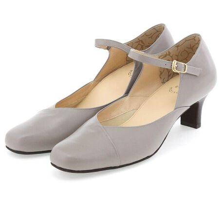 """ウォーターマッサージの5.0cmヒールストラップパンプス/602309water massageで人気の""""なやみ知らず""""パンプス。履きやすい靴が見つからないとお悩みの方にもお勧めしたい定番アイテムにシーズンカラーが登場!足を包み込むボロネーゼ製法は屈曲性に優れ、足との一体感を感じられます。締め付けず、足をきれいに見せる絶妙なカットラインで様々なシーンに活躍するデザイン。コン・グレー・ブラウンはベーシックな差し色として、普段使いしやすい落ち着いたカラー。重厚感が増すファッションに合わせやすい色味で一足あると便利!快適な履きごこちとシーンを選ばないベーシックなデザインで長年愛されています。■ボロネーゼ製法'■ノンスリップ中敷■抗菌・防臭■つま先裏クッション[LEVEL1] 撥水素材タイプ◇卑弥呼オリジナルの衝撃吸収効果のある水様液を封入したインソール「ウォーターマッサージインソール」を搭載。ポイント1:衝撃吸収効果で足・身体への負担を軽減。ポイント2:履くだけで足裏をブレードがここちよく刺激!長時間、足の血行を促進。※ブレードとは・・・ウォーターマッサージインソールの中の仕切りのこと。この仕切りの間を液体が移動します。《ウォーターマッサージ》 仕事で長時間履き続けるとき、旅行で長く歩き続けるとき、靴を多用する様々なシーンでも、足にやさしく履き続けられることをコンセプトに開発した靴。 世界各国で特許を有している自社開発オリジナルインソールを組み込んだ機能性を重視したシリーズです。[型番:602309]"""