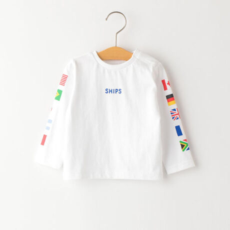 シップス キッズ(SHIPS KIDS)のSHIPS KIDS:国旗 プリント TEE(80~90cm)。フロントには「SHIPS」のロゴ、袖には世界各国の国旗がプリントされた長袖TEEシャツ。着回しやすい白とネイビーの2色展開です。オーソドックスなシルエットなので長いシーズン重宝します!スポーツ観戦におすすめ!※肩釦つき。[型番:512000268]