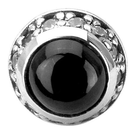 アルテミスクラシックのラウンドブラックスターピアスブラックスターは光の当たり方によって石の中に星が煌めいて見える特殊な天然石。そのブラックスターがマウントされた美しいスタッドピアス。石と銀、それぞれの持ち味を最大限に活かしたデザイン。【片耳用】[型番:ACE0061]