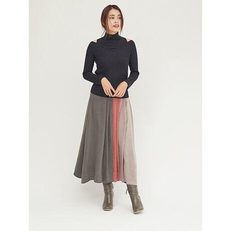 ドロシーズのマルチカラーフレアスカートスタイリングの主役になる配色デザインが目を惹く、ロング丈のフレアスカート。微起毛・微光沢のピーチ素材を使用し、ウォーム感とヴィンテージムードの薫る1着に仕上げました。カラフルな配色ながら、マットでシックなカラー使いのため、華やかさはありながらも大人な雰囲気で着こなしていただけます。フェミニンなブラウスから、ざっくりニットのほっこりとした着こなしまで幅広いスタイルに活躍する1着。ダークトーンになりがちな季節に新しい風を吹き込んでくれる、着映えスカートです。・・・・・・・透け感:なし裏地:なし伸縮性:なし生地の厚さ:普通ポケット:なしウエスト:後ろゴム仕様ケア方法:ドライクリーニング・・・・・・・※商品画像はサンプルのため、色味やサイズ等の仕様に変更がある場合がございますので、予めご了承ください。[型番:3604151002]
