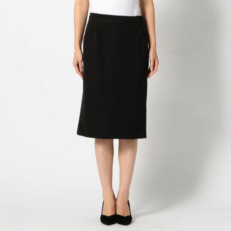 ミューズ リファインド クローズのウォッシャブルタイトスカート。サイドファスナー仕様でウエストまわりをスッキリと仕上げたタイトスカートです。ウエストベルトにあしらったパイピングがさり気なく表情をプラスするアクセントに。足捌きの良さを高めるバックスリット入りです。[型番:451400206159502]