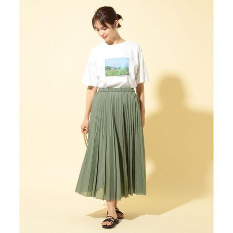 エニィファムの【優木まおみ着用】【洗える】ツイストボイルダブル  プリーツスカート。清涼感のある2段プリーツが印象的なスカート■デザインダブルプリーツのデザインが、シンプルなコーディネートをぐっと華やかにしてくれます。¥程よいボリュームのゆるやかなフレアなので、甘すぎず大人の女性にもぴったりなデザインです。¥ラフにならずきちんと見えするアイテムです。■素材さらっと柔らかい綿素材なのでストレスフリーで着用できる素材を使用しています。¥薄地でありながら丈夫で通気性にも優れているため、これからの季節にピッタリのアイテムです。※商品画像はサンプルを使用しているため、実際にお届けする商品と色味やサイズなどの仕様に変更がある場合がございます。予めご了承ください[型番:SKFXIM0501]※比較対照価格はメーカー希望小売価格です。