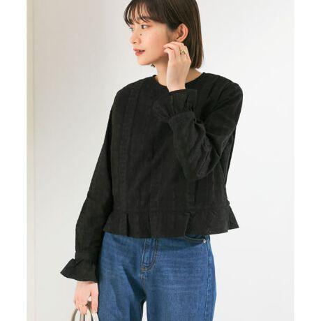 [型番:KB14-23J400]【スタイリングに女性らしいアクセントを添えるブラウス】リーフや小花柄などの刺繍が施されたタックブラウス。腰の位置できゅっと締まるウエストリボン仕様&脚長効果抜群のショート丈に注目。袖口と裾のフリルは女性らしさを引き上げます。POINT・スタイルアップを叶えるウエストデザイン・綿100%ならではの着心地の良さCOORDINATEシンプルにデニムを合わせると大人カジュアルな雰囲気をお楽しみいただけます。ショート丈なのでワイドパンツを合わせてもルーズにならず、すっきりまとまって◎-----------------------------透け感 : ややあり(OFF)伸縮性 : なし裏地 : なし光沢 : なしポケット : なし-----------------------------※強い力がかかると、破れる場合があります。着用時は、他のものとの引っ掛けにご注意ください。※商品画像は、光の当たり具合やパソコンなどの閲覧環境により、実際の色味と異なって見える場合がございます。予めご了承ください。※商品の色味の目安は、商品単体の画像をご参照ください。※比較対照価格はメーカー希望小売価格です。