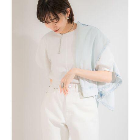 [型番:KE15-21D260]このアイテムはWEB限定商品です。【スタイリングに女性らしいアクセントを添えるTシャツ】アーモンドのような袖のデザインが特徴的なTシャツ。コンパクトな身頃は女性らしさを演出してくれて◎組み合わせるアイテムによってカジュアルにもきれいめにもスタイリングできる万能さが魅力的。雰囲気の異なるカラー展開にも注目です。POINT・目を惹くアーモンドスリーブ・コンパクトなサイズ感・夏でも快適なカットソー素材COORDINATEコンパクトなシルエットは合わせるボトムを選ばなくて◎ワイドパンツを合わせてもルーズにならず、大人っぽい印象に仕上がります。キャミワンピースのインナーにもおすすめです。※この商品はデザイン上、モノフィラメント糸を使用しています。糸の特性上、ザラザラした肌触りがあり、肌に触れますと赤くなる場合があります。特に肌が弱い方や汗をかきますと顕著になります。直接肌には着用せず、下に1枚着用することをおすすめします。また、着用して肌に異常を感じた場合は、直ちに着用をお避けください。※商品画像は、光の当たり具合やパソコンなどの閲覧環境により、実際の色味と異なって見える場合がございます。予めご了承ください。※商品の色味の目安は、商品単体の画像をご参照ください。-----------------------------透け感 : ややあり(WHITEのみ)伸縮性 : ややあり裏地 : なし光沢 : なしポケット : なし-----------------------------
