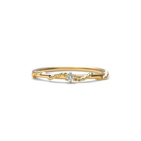 エステールの【WEB限定商品】K10 イエローゴールド ダイヤモンド リング。一粒ダイヤが輝く、K10イエローゴールドのリング。イエローゴールド×ダイヤモンドの組み合わせで、ダイヤモンドが強く輝きます。指元から大人の女性らしさを演出してくれるアイテム。パーティーや品のある女性らしい服装におすすめです。[型番:0130-0014-0010]