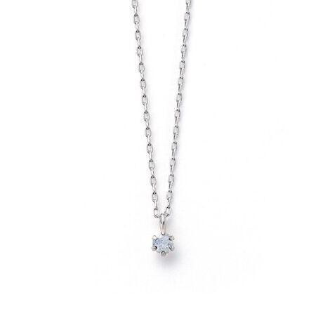 エステールの6月誕生石 プラチナ ムーンストーン ネックレス。身に着けることで幸せを呼ぶといわれている誕生石。いつでも身に着けていられるようにシンプルな一粒のネックレスをご用意いたしました。胸元にさりげない彩りを添える、洗練されたデザインです。お守りジュエリーとしてあなただけの特別な一本になりますように。ムーンストーンは6月の誕生石です。石言葉は「恋の予感」「純粋な愛」。希望と愛、若さが秘められていると言われています。女性的なエネルギーの石なので、女性のお守りに最適です。【ATTENTION】※熱や紫外線、湿度の影響により変色や変質、劣化の恐れがございます。直射日光の当たらない場所での保管をお願いいたします。ご使用後は柔らかな布で汚れを拭き取ってから保管してください。※天然石は素材の特性により、色や形、風合いなどが画像と多少異なる場合がございます。また、多少のインクルージョンやクラックがある場合がございます。予めご了承ください。※天然石は他の宝石と比べて柔らかく傷がつきやすいため、衝撃や摩擦にご注意ください。また他のジュエリーと触れないように保管してください。※強い力を加えると変形の原因になりますのでご注意ください。[型番:0452-2474-0019]