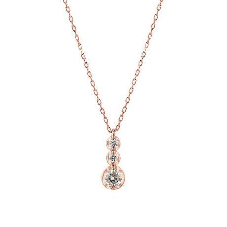 エステールのK10 ピンクゴールド ダイヤモンド ネックレス(0.1ct)。【CINEMA】ダイヤモンドがきらめくピンクゴールドのネックレス。ピンクゴールドの柔らかな輝きが、胸元でフェミニンな印象に。どんなコーディネートにも合わせやすいシンプルなデザインなので、ご自分へのご褒美や、大切な方への贈り物にもおすすめです。ダイヤモンドは4月の誕生石です。石言葉は「清浄無垢」「永遠の愛」。心身を浄化し周囲にある邪気を払ってくれる力があるとされています。最大の幸福を呼び込むサポートとなってくれそうです。【ATTENTION】※熱や紫外線、湿度の影響により変色や変質、劣化の恐れがございます。直射日光の当たらない場所での保管をお願いいたします。ご使用後は柔らかな布で汚れを拭き取ってから保管してください。※天然石は素材の特性により、色や形、風合いなどが画像と多少異なる場合がございます。また、多少のインクルージョンやクラックがある場合がございます。予めご了承ください。※強い力を加えると変形の原因になりますのでご注意ください。[型番:0442-8723-0019]