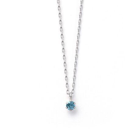 エステールの11月誕生石 プラチナ ブルートパーズ ネックレス。身に着けることで幸せを呼ぶといわれている誕生石。いつでも身に着けていられるようにシンプルな一粒のネックレスをご用意いたしました。胸元にさりげない彩りを添える、洗練されたデザインです。お守りジュエリーとしてあなただけの特別な一本になりますように。ブルートパーズは11月の誕生石です。石言葉は「友情」「希望」「知性」。教養や知性を高め、仕事運や勉強運を高めてくれると言われています。また、「運命的な出会いをもたらす石」と言われています。【ATTENTION】※熱や紫外線、湿度の影響により変色や変質、劣化の恐れがございます。直射日光の当たらない場所での保管をお願いいたします。ご使用後は柔らかな布で汚れを拭き取ってから保管してください。※天然石は素材の特性により、色や形、風合いなどが画像と多少異なる場合がございます。また、多少のインクルージョンやクラックがある場合がございます。予めご了承ください。※天然石は他の宝石と比べて柔らかく傷がつきやすいため、衝撃や摩擦にご注意ください。また他のジュエリーと触れないように保管してください。※強い力を加えると変形の原因になりますのでご注意ください。[型番:0452-2479-0019]