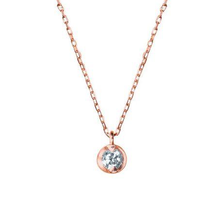 エステールの4月誕生石 K10 ピンクゴールド ダイヤモンド ネックレス。女性を輝かせるダイヤモンドジュエリー。鏡面仕上げのデザインは人気です。アズキチェーンがデコルテラインに沿って煌きます。プチネックレスなので、オンとオフ問わず使用していただけます。さりげなくダイヤモンドが輝きます。カジュアルから綺麗めな幅広い服装にあわせられます。肌なじみの良いピンクゴールドが優しい印象を与えてくれそうです。ダイヤモンドは4月の誕生石です。女性の永遠の憧れのダイヤモンドはプレゼントに好評です。誕生日や大切な記念日にプレゼントしてみては。[型番:0344-0867-0015]