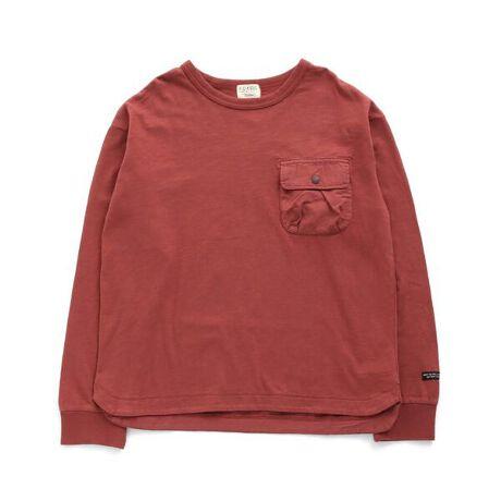 エフオーオンラインストアの製品染めBIGシルエットTシャツ ジュニア。F.O.KIDS(エフオーキッズ)のTシャツ長袖「製品染めBIGシルエットTシャツ(Jr)」で、アメカジテイストにユーズド感を加えた風合いあるデイリーカジュアルスタイルを楽しもう!アメカジテイストの子供服・ベビー服ならF.O.KIDSにおまかせ!1枚で着ても重ね着してもGOOD!<お取り扱いのご注意>インディゴ染め・製品染め加工この製品はインディゴ染料の使用または製品染め加工をしています。1点ごとに風合いや色の出方、サイズ等が微妙に異なる場合がございます。着用・洗濯時の摩擦や水濡れにより、色落ちをすることがございます。洗濯は単独洗いで、長時間濡れたまま放置しないようにご注意下さい。淡い色の衣類を着用の際は、十分にご注意いただき、他の製品に色移りした場合はすぐに洗濯してください。着用やお洗濯を繰り返すことにより、風合いや色の変化をお楽しみいただけます。#FOKIDSMART【サイズ情報】150:着丈60.5 身幅49 肩幅44 袖丈51 袖口幅9.5160:着丈65.5 身幅52 肩幅47 袖丈55 袖口幅9.5※商品により多少の誤差が生じる事がございます。あらかじめご了承下さい。※サイズは、平置きの状態で、商品の【外寸】を測定した物です。[型番:R106041]