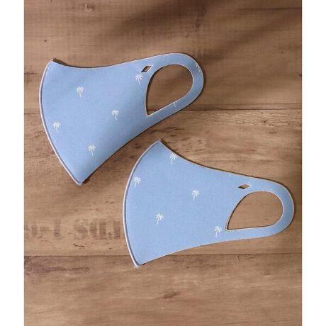アナップのパームツリー2Pマスクセット。小さいパームツリーの総柄がかわいいマスク。耳ひも部分に開いた穴にはチャームなどの取り付けも可能。接触冷感・吸水速乾・抗菌防臭加工などの機能性も抜群。洗って繰り返し使えるので、環境にやさしく経済的です。大人用と子供用の2サイズ展開なので、親子・パートナーとお揃いでつけられます。嬉しい2枚入り。<モデルの身長>[型番:0994200029]