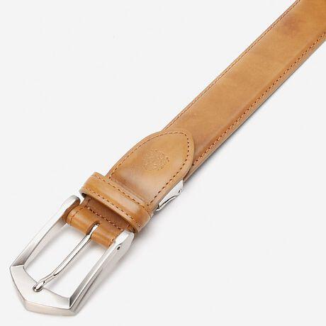 タケオキクチ(TAKEO KIKUCHI)のベルト。特徴的なバックルが印象的なデザイン。落ち着いた色合いのレザーとの相性が良いオーソドッククスなビジネスベルト[型番:TK408014]