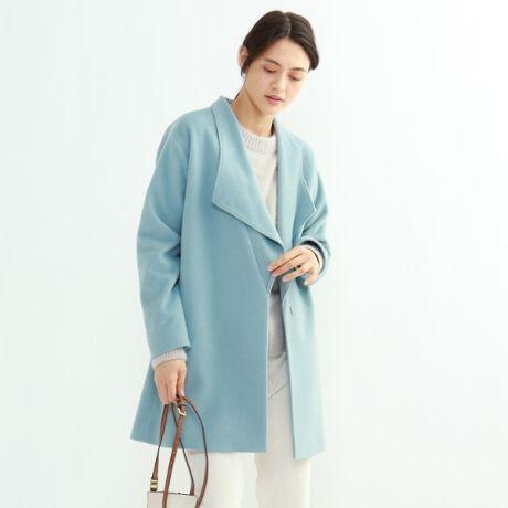 [型番:12799777]【Design Point】この冬新しくて一番おすすめのビックカラーコートです。ビックカラーの襟が大きいながらもすっきりとシャープに着こなせるようにやや縦長にデザインしているのでINDIVIらしくシャープに着こなして頂けます。どのようなボトムとも合わせやすく今っぽく決まるミドル丈でお作りしています。ややドロップした袖や、ゆとりのある身幅が抜け感のある雰囲気を演出します。※ポケット数:横×2※裏地あり【Fabric Point】イタリア:Menchi社原料イタリアの紡績メーカーで獣紡毛計の素材では著名の生地屋になります。弱メルトン加工を施しフォルム感を重視した風合とビーバー仕上げをすることで上品な表面感を持たせています。【Styling Point】テーパードやストレートラインのパンツ、ハイネックや丸襟のニットと合わせたシャープなスタイリングがおすすめです。デニムなどと合わせたキレイ目なカジュアルスタイルもおすすめです。前を開けてラフに着こなす雰囲気が今っぽく着こなせるポイントです。サイズ違いの商品もご用意しております。R:127-99077 S:127-99677【サイズ表記変更のお知らせ】※ラージサイズの表記が、号数表記となりました。41⇒12号 42⇒13号 44⇒15号 46⇒17号 48⇒19号  ※12[LL]・13[LL]は、共に[LL]サイズとなりますが、それぞれ、3サイズの寸法が異なります。※展開のないサイズもございます。重量:38(M)約795g(サンプル重量)