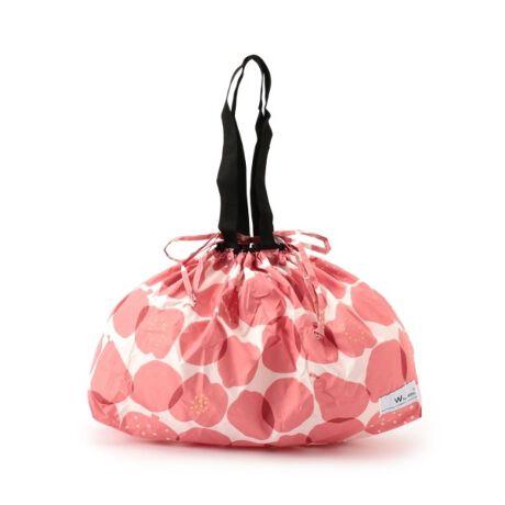 [型番:F9702042]DRESKIP/Wpc.(ワールドパーティー)バッグ【デザイン】雨から大切なバッグを守るレインバッグカバー。バッグの底から被せて、開口部の紐を巾着のように絞ることで、大切なバッグをしっかりと雨から守ります。小さくたためるポケッタブル仕様なので、バッグの中に入れておいてもかさばらないのが◎雨の日はバッグカバーとして、晴れた日にはエコバッグとしてお使い頂けます。【機能性】バッグの適応サイズ:周囲約105cm 高さ約30cm※はっ水防水加工が施された生地を使用しています。この効果は永久的ではありません。重量:約70g