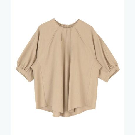 ◆POINT・タックを施したネック部分がおしゃれを格上げする麻混タックネックブラウス。・麻混素材で夏でも涼しく着用できるのも嬉しいポイント。・同素材のスカート(BVXN0512)とセットアップでの着用もおすすめです。[型番:BXXN0934]