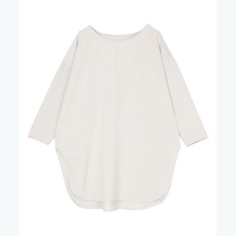 ◆POINT・一枚でこなれ感の出るラウンドヘムブラウス。・少しカジュアルな印象ですが、布帛を使用しているのでさり気ない女性らしさと清潔感も感じさせます。・ニットとの重ね着にも使える万能アイテム。・ゆったりとしたシルエットなので、細身のパンツとも相性良く着こなしていただけます。[型番:BWXU0796]