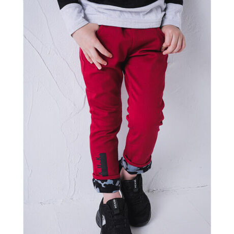 ワスクの迷彩 ボンディング ツイル スキニー ロング パンツ (90cm~160cm)。男の子用の裏ボンディングパンツは、暖かく秋冬にピッタリなアイテムです。ロールアップしてボンディング部分の迷彩柄を見せて、コーデのポイントに!MODEL:113.8cm19.5kg/着用サイズ110cm【WASK(ワスク)】MASH UP THE U.K / トラッドをベースに、遊びのある要素をマッシュアップ(掛け合わせる)ことで、新しいモードカジュアルを提案するボーイズブランド。[型番:1349-29008]