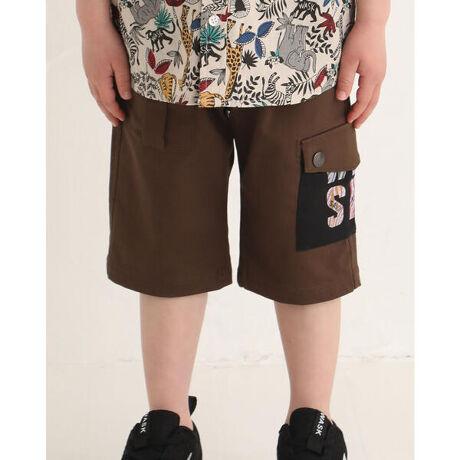 ワスクの5.5分丈 ポケット ロゴ サファリ ツイル パンツ (100~160cm)。流行りのサファリ風パンツが登場。小さいポケットやカーゴポケットに施したカラフルなプリントがポイントです。ストレッチの効いたツイル生地を使用しているので伸び◎、履き心地◎、の1着です。【WASK(ワスク)】WEE AGED SAUCY KID「我々は小生意気な子供である・・・」自由で遊び心満載な男の子へ現代のメンズカジュアルに欠かせないストリート・ミリタリーなどの要素をキッズウェアーで表現。シャープで大人顔負けのDomestic男児ブランド[型番:1350-32611]