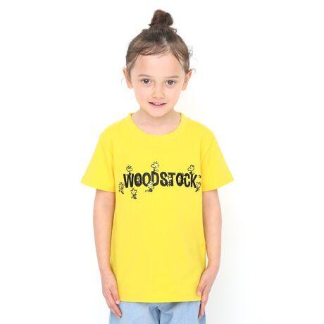 グラニフの【キッズ】コラボレーションTシャツ/ウッドストックロゴ(ピーナッツ)[ (C) 2020 Peanuts Worldwide LLCwww.snoopy.co.jp ] ベーシック型のTシャツ。少し厚手の天竺を使用しています。スヌーピーの親友ウッドストックとその仲間たちが、WOODSTOCKのロゴの周りにたくさん集まっている賑やかな1枚。「刺繍加工」 「ご使用に関する注意」 ●この商品は染料の特性上、雨や汗などによる水濡れ、摩擦が加わる状況での使用により、色落ちや色移りする可能性がございますので、十分ご注意の上ご使用下さい。●洗濯の際は、他の衣類と分けて洗って下さい。また、洗濯後は時間を置かず、形を整え陰干しして下さい。 「柄位置の個体差について」生地をランダムに裁断して生産する為、柄の位置に個体差があります。※商品画像と実物では多少色味に違いがある場合がございますので予めご了承下さい。※発売日や販売状況は店舗によって異なります。[型番:045000462605]