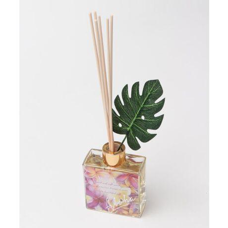 ハワイの上質さが感じられる洗練されたデザインのディフューザー。パームツリーの木洩れ陽、パームリーフがそよぐ葉音、ウェルカムレイの甘い香り。あの日のHawaiiへあなたをいざなってくれるよう。火や電気を使わずに楽しめますので、消し忘れの心配がなく安心してお使いいただけます。スティックの本数で香りの濃さを調節できます。<ご使用可能期間> 約1.5~2ヶ月 ※香りの持続時間は気温や置き場所の状態によって異なります※<用途> 室内芳香●消臭効果有り(全ての生活臭に効果があるものではありません)●その他1 → LANIKAI COCONUTS【COCONUTS】パームツリーに実る甘く芳醇なココナッツの香り●その他2 → LAKI FLORAL LEI【FLORAL LEI】大自然が育んだ花々の気品ある艶やかな香り●その他3 → LUANA SUNSET【MUSK】夕日が誘うあたたかいムスクの香り●その他4 → LANA PLUMERIA【PLUMERIA】上品で優雅なプルメリアの香り※本品を安全にお使いいただく為に、使用される前に箱パッケージ背面の注意事項をよくお読みの上、お使いください。kahiko(カヒコ) ROOTS of HAWAI'Iハワイの華やかなリゾートカルチャーからその歴史的ルーツまで。日本人が愛してやまないハワイの奥深い魅力をお届けします。Amina Collection Co.,LTD.[型番:44WP1103]