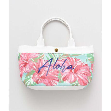 """Pua(プア)はハワイ語で「花」。美しいHAWAIIを想わせる可憐な花のデザインで、コーデを女性らしく華やかな雰囲気にしてくれるトートバッグ。デイリーユースはもちろん、ビーチピクニックにもぴったりなデザインです。・内側の色味は全カラー同色です。●その他1 : ハイビスカス Aloalo → """"希望""""の象徴。花言葉は「上品な美しさ」「繊細な美」●その他2 : プルメリア Puamelia →「優美・気品」の意味を持ち、身につけることで女性の魅力を引き出してくれるといわれています。●その他3 : ティアレ Tiare → 花言葉は「清らか、清楚」「これ以上ない幸せ」。身につけることで幸運が訪れるといわれています。kahiko(カヒコ) ROOTS of HAWAI'I ハワイの華やかなリゾートカルチャーからその歴史的ルーツまで。日本人が愛してやまないハワイの奥深い魅力をお届けします。※こちらの商品は1点1点職人による手作りとなります。その為、形や色合いなど若干異なる場合がございます。あらかじめご了承ください。Amina Collection Co.,LTD.[型番:45HP1102]"""
