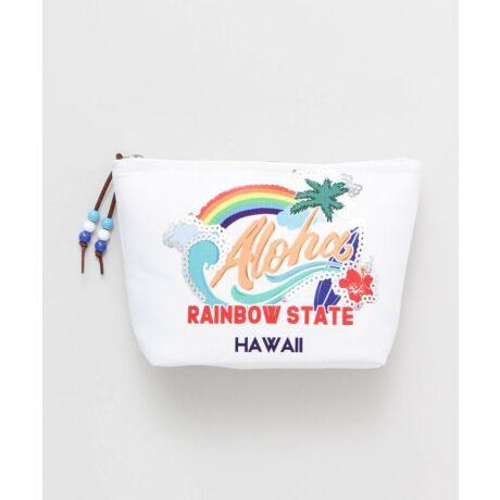Hawaiiの楽しさが描かれたカラフルな柄に、キラキラしたスパンコールをプラスしたマチ付きポーチ。小物の収納に便利なサイズ感。'OLI'OLI(オリオリ)とはハワイ語で「楽しい」という意味です♪・内側の色味は全カラー同色です。kahiko(カヒコ) ROOTS of HAWAI'I ハワイの華やかなリゾートカルチャーからその歴史的ルーツまで。日本人が愛してやまないハワイの奥深い魅力をお届けします。※こちらの商品は1点1点職人による手作りとなります。その為、形や色合いなど若干異なる場合がございます。あらかじめご了承ください。Amina Collection Co.,LTD.[型番:42QP1105]