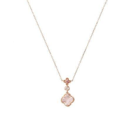 [型番:00092020400302]◇Samantha Tiara(サマンサティアラ)のフルーレットネックレス小さなピンクの小花が咲いているような可愛らしいデザイン。お花の形にカットされたローズクォーツがやさしいピンク色のオーラで包みこみ、内面から輝かせてくれるジュエリー。