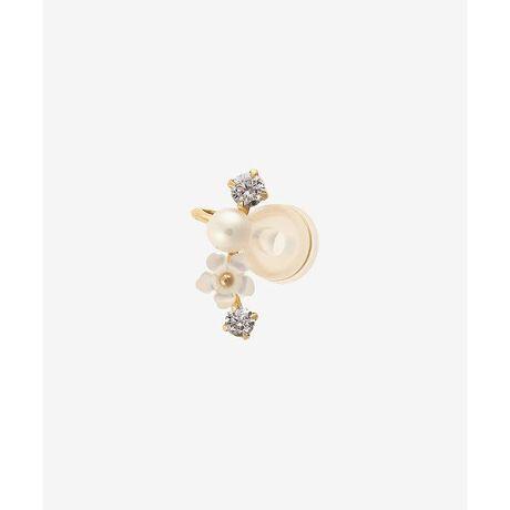 [型番:00092110701002]◇Samantha Tiara(サマンサティアラ)のフラワーシェルイヤーカフサマンサティアラらしいフェミニンなイメージのイヤーカフ。耳元に可憐に咲くシェルのお花。自在に調整できるパーツは長時間の使用でも痛くならずにしっかりホールドされます。微調整が出来、様々な耳に合う優しいフィット感です。イヤーカフはもちろん、イヤリングの様に耳たぶにも使用できます。片耳用。