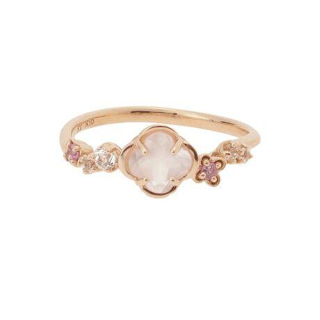 [型番:00092110301901]◇Samantha Tiara(サマンサティアラ)のフルーレットリング小さなピンクの小花が咲いているような可愛らしいデザイン。お花の形にカットされたローズクォーツがやさしいピンク色のオーラで包みこみ、内面から輝かせてくれるジュエリー。