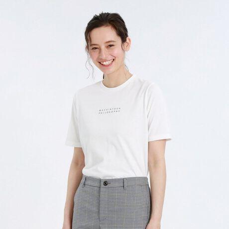 マッキントッシュ フィロソフィーの【WEB限定】ロゴTシャツ。<大人気のブランドロゴT>ブランドロゴをプリントしたシンプルなTシャツです。小さめロゴなのでコーディネートに取り入れやすいアイテムです。【素材】オールシーズン着られる肉感と優しい肌触りを追求した素材です。程よいカジュアル感と、着心地の良さが特長です。※家庭洗濯可能です。※こちらの商品はWEB限定アイテムです。[型番:H5P90590__]