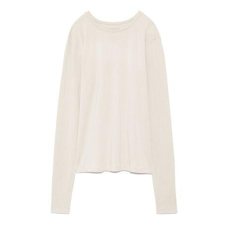 [型番:13WCT211022]バンブーレーヨンを使用した、今季注目のサスティナブル素材のロンT。優れた吸放湿性があり、シルクのような光沢感と、滑らかな肌触りが心地いい。やや袖を長めにデザインしているので、クシュクシュとした女性らしい着こなしを楽しめます。※商品画像はサンプルのため、色味やサイズ等の仕様に変更がある場合がございますので、予めご了承ください。※照明の関係により、実際よりも色味が違って見える場合があります。またパソコン・スマートフォンなどの環境により、若干製品と画像のカラーが異なる場合もございます。予めご了承ください。商品の色味は、商品単品画像をご参照下さい。<font color=#800125>■■ Designer's Voice ■■</font>なめらかな肌触りで着心地が良く、一枚で着るだけでなくレイヤードスタイルのインナーとしても使えるベーシックロンTです。伸縮性がありフィット感のある細身のシルエットで仕上げています。長めのスリーブもアクセントに。背中のネームをプリントにしているので肌質がデリケートな方にもおすすめです。