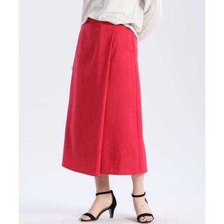 [型番:7011152008]ナチュラルな雰囲気漂うリネン調の生地を使用したスカートです。腰回りがすっきりと見える適度なフレアーで綺麗なシルエットに。適度なハリがきちんと感も演出します。シワになりにくく、ご自宅で洗えるイージーケアもポイントです。・裏地あり・ウエスト後ろ部分ゴム仕様・水洗い可《KF SHORE/ケーエフショア》小松マテーレ株式会社とのコラボによって出来た新素材「KF SHORE」。ポリエステルスパン糸の素材に染色加工を施し、ナチュラルな膨らみとハリコシのある天然素材のような風合いを実現しました。乾きやすく、シワになりにくい合繊の機能と、リネンのような天然素材の表情を有する機能性素材です。