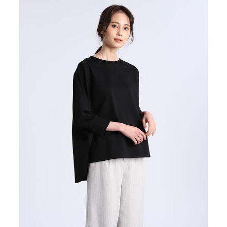 [型番:7012190005]高級超長綿のスーピマコットンを使用したバックジップのカットソーです。上品な光沢感に加えドレープ性があり、上質感のある素材を使用。淡色でも透けにくくストレッチ性が高いため、汎用性も兼ね備えています。前後差のある裾で、パンツにもスカートにも合わせやすく、一枚でサマになる一着です。・水洗い可