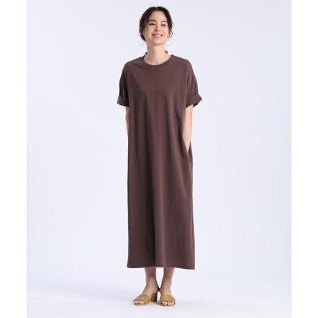 [型番:7012192021]マキシ丈のTシャツワンピース。Tシャツのカジュアルさに、裾の分量感でリッチさをプラス。身体のラインを拾わない素材、ゆとりのあるサイズ感、さらにポケット付きで着心地と実用性にもこだわった1枚。縦のラインを強調する切り替えデザインもポイントです。・裏地なし・水洗い可■サンプル撮影商品■こちらの商品はサンプルでの撮影となっております。実際の商品とは、商品情報(生産国、色味、上代、納期など)が変更になる場合がございます。予めご了承ください。