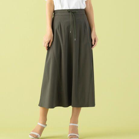 [型番:73043122]ストレッチ性に優れた素材 穿き心地の良いドロストスカート【小さいサイズ】【Sサイズ】【日本素材】【手洗いOK】Meril Fiber社のメリル・マイクロファイバー糸を使用したハイテンション素材。柔らかく繊細なタッチと高密度な編構造により、快適な肌触りと着心地の良いストレッチ性がポイントです。さらりとしていながら軽やかでストレッチ性のある素材。ロング丈でも軽やかに穿いていただけるアイテムです。ウエスト部分はドロスト仕様になっており、金属チップ付きの紐がアクセントに。切り替えラインを入れてフレアのあるシルエット。ポケットもついた裏無し仕立て。さっと着れてスタイルが決まる。手洗いも可能なイージーケアでこれからの季節にも最適です。◆コーディネート◆ストレッチの効いたロングスカートは、着心地良くて使いやすい。お出かけはもちろん、自宅でリラックスした時間にも良さそうです。程よいフレアが入ったシルエットで子供っぽくならず、こなれ感のあるカジュアルスタイルにぴったり。一枚仕立ての軽やかなスカート。Tシャツやブラウスに合わせて夏らしさのある着こなしに。外国人モデル身長:174cm日本人モデル身長:162cm◆商品ポイント◆素材の厚さ :普通素材の透け感:透けない素材の光沢 :光沢がない素材の伸縮性:ある裏地仕様  :裏なしウエスト仕様:後ゴム仕様 ドロストひも付きポケット  :あり 両脇ファスナー :なし◆リリアンビューティエクラ コンセプト◆ 【小さいサイズ】トレンドに敏感でありながら、品良く、大人の女性をイメージ「上品」「上質」に「旬」をプラスして、ライフスタイルに合わせてセレクトできるアイテムを提案いたします ※撮影環境により 光の当たり具合で色味が違って見える場合があります。 ※モデル画像はサンプルを使用しているため、色味やサイズ・プリント位置・仕様などに変更がある場合がございます。 ご了承くださいませ。