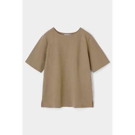 [型番:010DA380-5180]【M_PLATE HALF SLEEVE TEE】オーバーサイズ、ボックスタイプのシルエットでボトムスを選ばず合わせやすいデザインの半袖Tシャツ。原料にオーガニックコットンを使用した、上質なハリ感のある厚地のカットソー素材を使用しています。