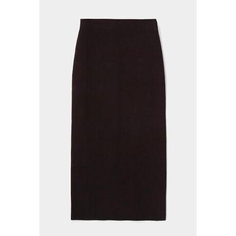 [型番:010DA370-5170]【M_HALF MILANO KNIT SKIRT】デザインをそぎ落としたシンプルなタイトスカート。トップスを選ばず幅広くスタイリングでき、汎用性の高い一枚。ハリ感のある厚手に仕立てたニット素材が上品な印象。コットンと再生可能資源である木材を原料としたLENZING™ECOVERO™繊維を混紡した素材のニットです。【LENZING™ECOVERO™】森林から生まれた繊維『レンチング™エコヴェロ™』。再生可能な木材原料から抽出したパルプを使用して製造。環境に配慮した植林法で管理された樹木から木材を調達しています。製造工程で発生する二酸化炭素と水質汚染を一般的な繊維より50%軽減した、環境に配慮した繊維です。LENZING™、ECOVERO™、レンチング™及びエコヴェロ™はLenzing AGの商標です。