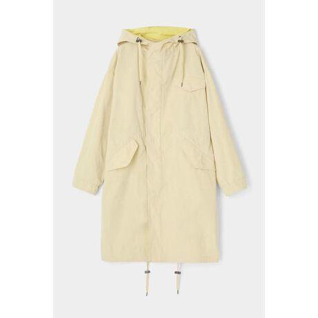 [型番:010DSF30-0170]【BI COLOR SPRING COAT】表情のあるオリジナルのシャンブレー生地を使用したモッズコート。オーバーサイズで作り上げているので、中にニットなど厚手のものも着ていただけます。女性らしい柄ワンピースとのスタイリングが一押しです。