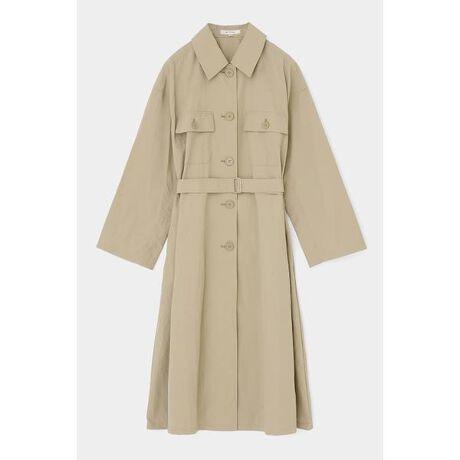 [型番:010DSS30-1620]【NYLON WASHER OVERSHIRT COAT】かさっとしたドライな表面感の春らしいロングコート。ラフに羽織っても、付属のベルトでウエストをキュッと絞ってボリュームを出したり、着こなしを楽しんでいただけます。