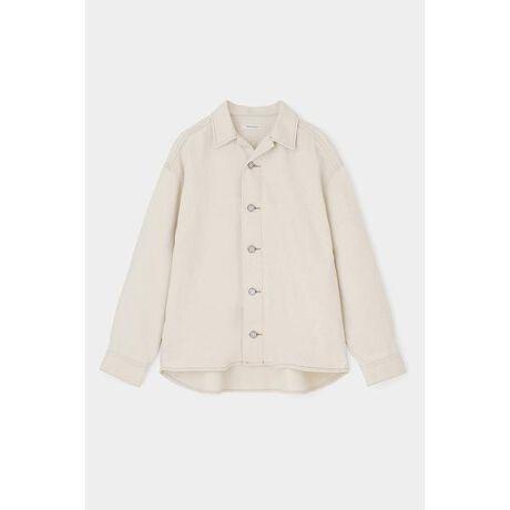 [型番:010DSH11-0070]【OVER SHIRT JACKET】太めのステッチワークでメンズライクに仕上げたオーバーサイズのシャツジャケット。しっかりとした肉感のあるコットン素材なので、春先まで1枚あると重宝します。インパクトのあるレオパードプリント柄がオススメです。