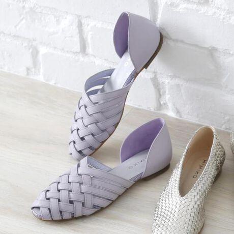 [型番:611123]人気のデザインの春色カラーが登場。深めのセパレートタイプなので、ホールド感もしっかりありながら、目をひく涼し気なカットワークデザイン。素足で履いても足当たりの良い、ソフトな革と製法を使用しています。ソールも滑りにくく、かえりの良い合成クレープ仕様。【機能】静音ヒール滑りにくい靴底ノンスリップ中敷抗菌・防臭中底前方クッション切替(カエリ良い)中底クッション貼り