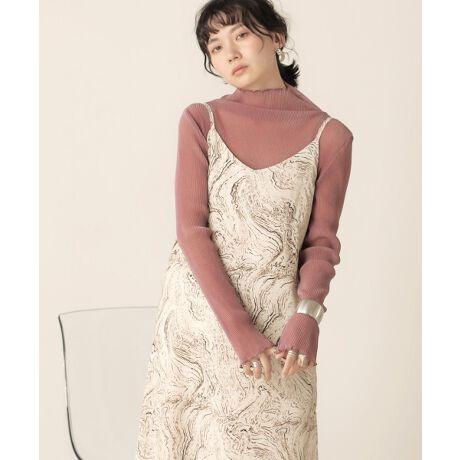 ◆Bab(バブ)◆ほんのりきらめくラメ感で上品に!シアートップストレンドのシアー素材が秋バージョンになって登場。プリーツデザインで女性らしさも満載。柔らかい触り心地でストレスフリーにご着用頂けます。ハイネックデザインできちんと感もあって◎これからのインナーにオススメのアイテムです。長めのお袖ですが重たくなりすぎず、丁度良いゆるっと感が出ます。カラーはニュアンスカラーと安定の使いやすさ抜群のブラックをチョイス。この秋はジャケット合わせがトレンド感があってオススメです◎透け感:★★★★★(インナーの着用をお願い致します)裏地:なしポケット:なし※撮影環境により、多少実際のカラーと異なる場合がございます。また、携帯やスマートフォン、パソコンなどの画面上と実物では多少色が異なって見える場合がございます。ご了承下さいませ。[型番:703505]